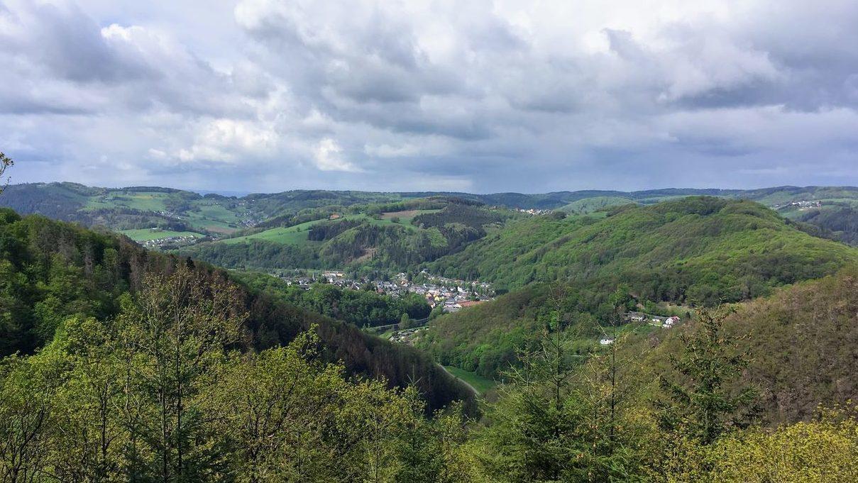 Blick von den Höhen des Wiedtals auf Waldbreitbach.